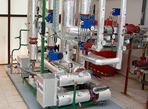 riadenie a manažment technologických celkov, kotolní, odovzdávacích staníc tepla, vzduchotechnických zariadení.
